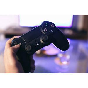 フリー写真, 人体, 手, 家電機器, ゲーム機, ゲーム, コントローラー, PlayStation 4(PS4), ソニー(SONY)
