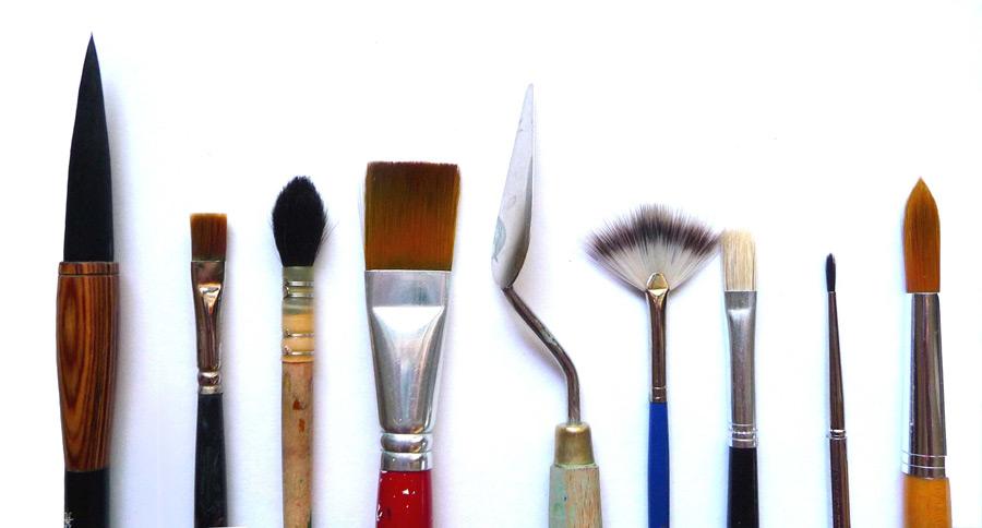 フリー写真 書道筆と画筆とペインティングナイフ