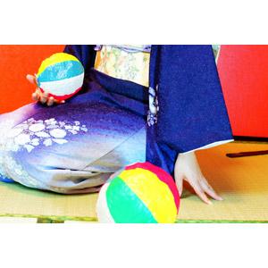 フリー写真, 人物, 女性, 和服, 着物, 座る(床), 正座, 紙風船, 玩具(おもちゃ)
