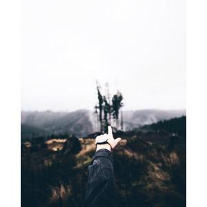 フリー写真, 人体, 手, 指差す, 奥を指す, 山