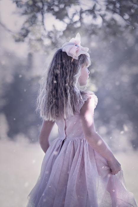 フリー写真 ドレス姿の女の子