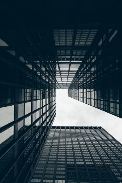 フリー写真 下から見上げる高層ビル