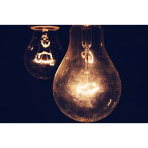 フリー写真, 照明器具, 電球, 黒背景