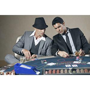 フリー写真, 人物, 男性, 外国人男性, 二人, カジノ, 賭博(ギャンブル), ポーカー, カジノチップ, 二人, トランプ, ゲーム