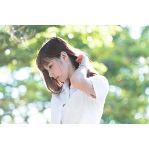 フリー写真, 人物, 女性, アジア人女性, 中国人, apple(00128), 横顔, 俯く(下を向く), ブラウス, 髪をかき上げる