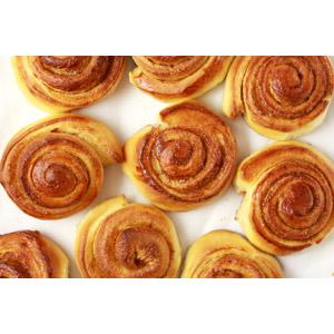 フリー写真, 食べ物(食料), パン, シナモンロール