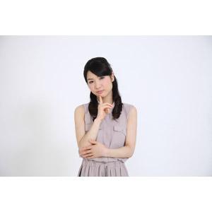 フリー写真, 人物, 女性, アジア人女性, 女性(00041), 日本人, ノースリーブ, 顎に指を当てる, 考える, 悩む