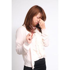 フリー写真, 人物, 女性, アジア人女性, 女性(00023), 日本人, 疲れ目, 疲れる, 目頭を押さえる, 痛い