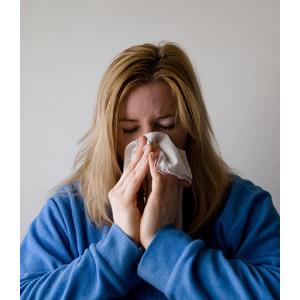 フリー写真, 人物, 女性, 外国人女性, 病気, 風邪, インフルエンザ, 鼻をかむ, 花粉症