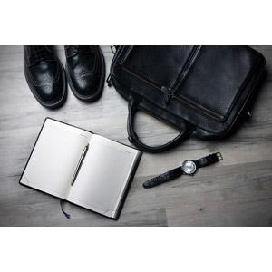 フリー写真, ビジネス, 靴(シューズ), 革靴, 鞄(カバン), ブリーフケース, メンズファッション, 腕時計, 手帳, ボールペン
