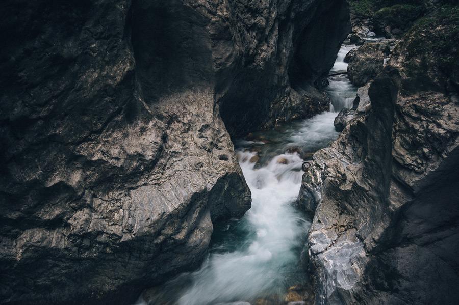 フリー写真 オーストリアの渓流風景