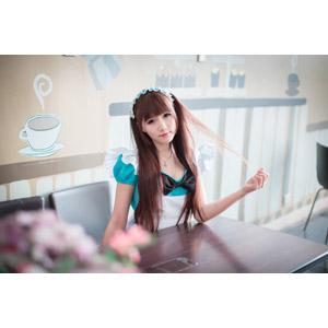 フリー写真, 人物, 女性, アジア人女性, 喬喬(00135), 中国人, コスプレ, メイド, ウェイトレス, 喫茶店(カフェ), 飲食店, 髪の毛を触る