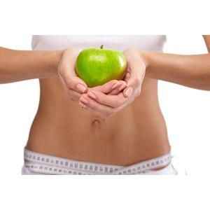 フリー写真, 人物, 女性, お腹, 手, ウエスト, メジャー(巻尺), ダイエット, 白背景, 食べ物(食料), 果物(フルーツ), リンゴ