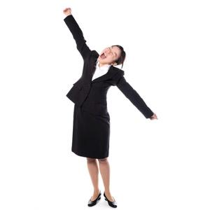 フリー写真, 人物, 女性, アジア人女性, 女性(00083), 日本人, ビジネス, 職業, 仕事, ビジネスウーマン, OL(オフィスレディ), レディーススーツ, 白背景, 欠伸(あくび), 背伸び, 疲れる