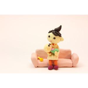 フリー写真, 人形, 親子, 母親(お母さん), 赤ちゃん, 座る(ソファー)