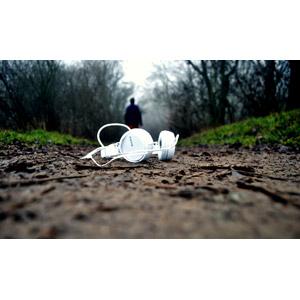 フリー写真, 風景, 家電機器, 音楽, ヘッドホン(ヘッドフォン), オーディオ機器, 小道, 人と風景, ソニー(SONY)