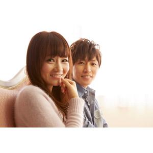 フリー写真, 人物, カップル, 恋人, 日本人, 男性(00028), 女性(00030), 二人, 座る(ソファー)