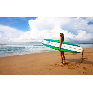 フリー写真, 人物, 女性, 外国人女性, サーフィン, サーファー, サーフボード, 人と風景, ビーチ(砂浜), 海