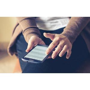 フリー写真, 人体, 手, スマートフォン(スマホ), インターネット, ネットサーフィン