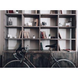 フリー写真, 乗り物, 自転車, ロードバイク, 本棚, 本(書籍)