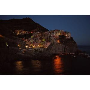 フリー写真, 風景, 建造物, 建築物, 村, チンクエ・テッレ, 海岸, 崖, イタリアの風景, 世界遺産, 夜, 夜景