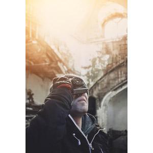 フリー写真, 人物, 男性, 外国人男性, 写真撮影, カメラ, 見上げる(上を向く)