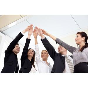 フリー写真, 人物, 集団(グループ), 職業, 仕事, ビジネスマン, ビジネスウーマン, 仲間, 手を重ねる, 手を上げる, 五人