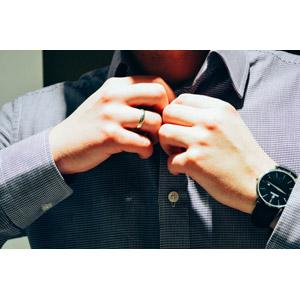 フリー写真, 人体, 手, 着替え, シャツ, 腕時計