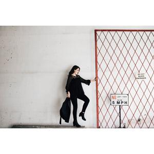 フリー写真, 人物, 女性, 外国人女性, 人と風景, 横顔, 柵(フェンス)