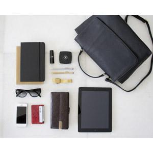 フリー写真, レディースファッション, 鞄(カバン), 手帳, 口紅, 財布, 腕時計, サングラス, タブレットPC, スマートフォン(スマホ), ファンデーション(コンパクト)