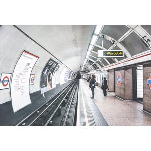 フリー写真, 風景, 建造物, 建築物, 地下鉄, 鉄道駅, プラットホーム, トンネル, イギリスの風景, ロンドン