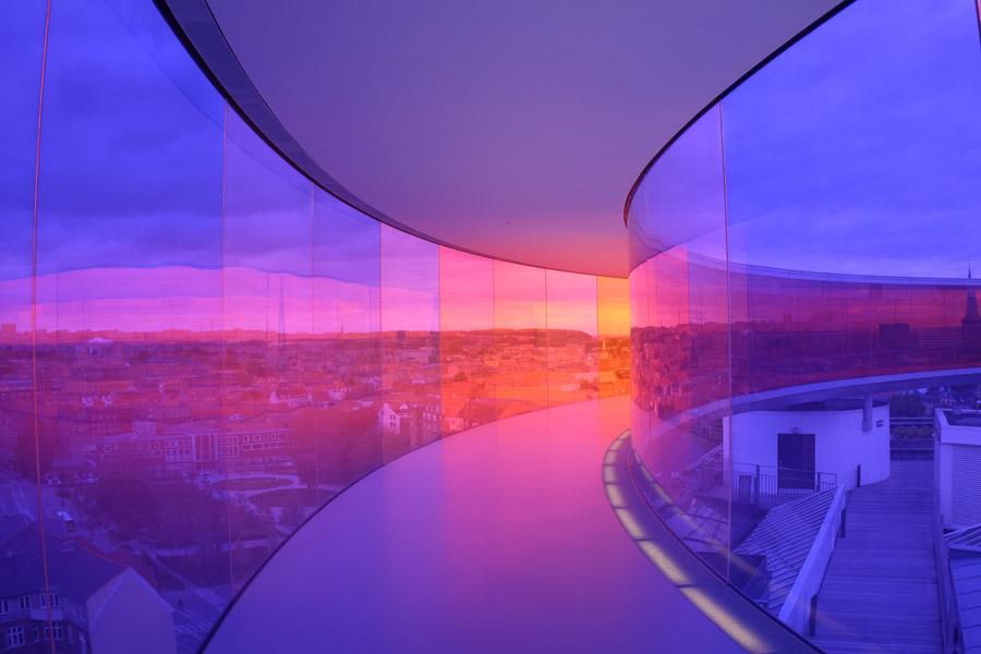フリー写真 アロス・オーフス美術館の虹色の展望台の風景