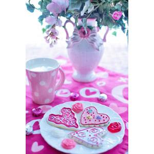 フリー写真, 年中行事, 2月, バレンタインデー, 食べ物(食料), 菓子, 洋菓子, クッキー(ビスケット), ハート, マグカップ, 花瓶