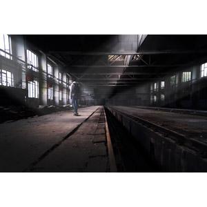 フリー写真, 風景, 建造物, 建築物, 工場, 廃墟, 人物, 少年, 後ろ姿, スケートボード(スケボー), 人と風景