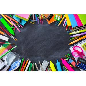 フリー写真, 背景, フレーム, 囲みフレーム, 学校, 教育, 文房具, 画材, 黒板, カラフル