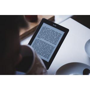 フリー写真, 家電機器, 電子ブックリーダー, 電子書籍, キンドル(Kindle), 飲む, コーヒー(珈琲), マグカップ