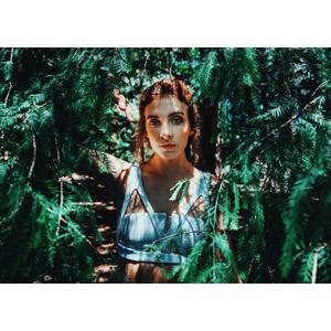 フリー写真, 人物, 女性, 外国人女性, オーストラリア人, 植物, 葉っぱ