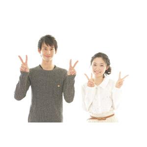 フリー写真, 人物, カップル, 恋人, 日本人, 女性(00037), 男性(00038), 二人, ピースサイン(Vサイン), 白背景