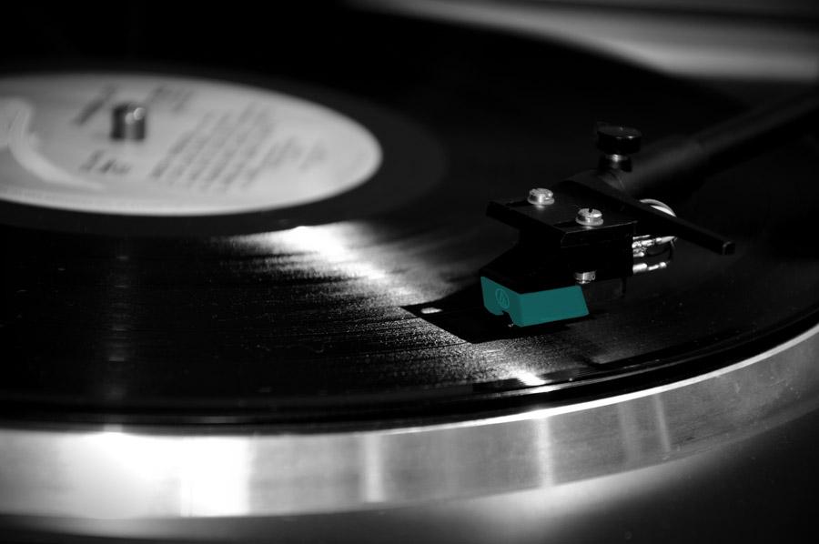 フリー写真 再生中のレコードプレイヤー