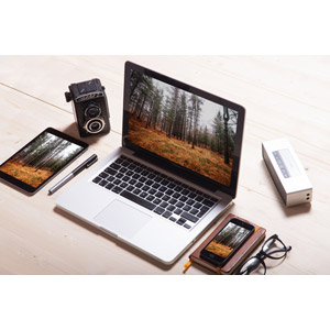 フリー写真, 家電機器, パソコン(PC), ノートパソコン, タブレットPC, スマートフォン(スマホ), カメラ, 二眼レフカメラ, 眼鏡(メガネ)