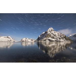 フリー写真, 風景, 自然, 海, 岩山, 星(スター), スタートレイル, 長時間露光, 白夜, ノルウェーの風景
