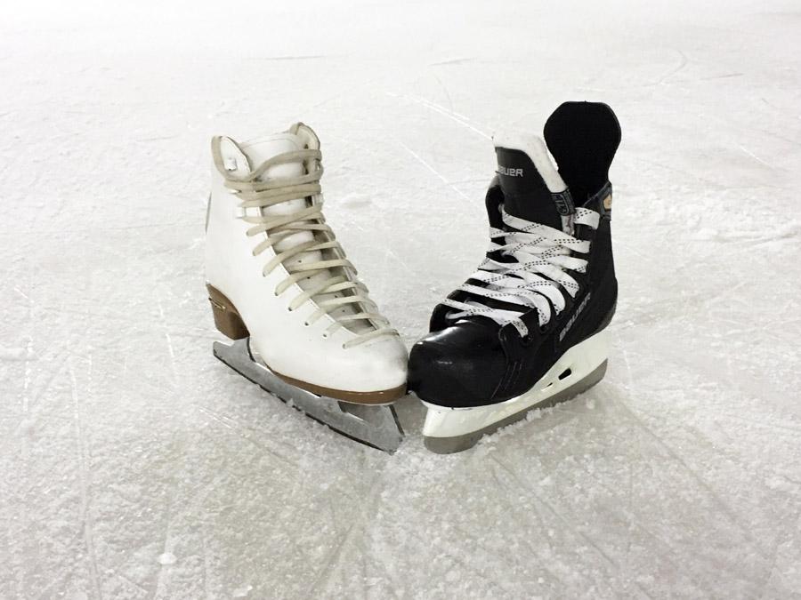 フリー写真 氷の上のスケート靴