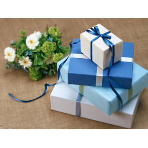 フリー写真, プレゼント, プレゼント箱, ラッピングリボン, 花