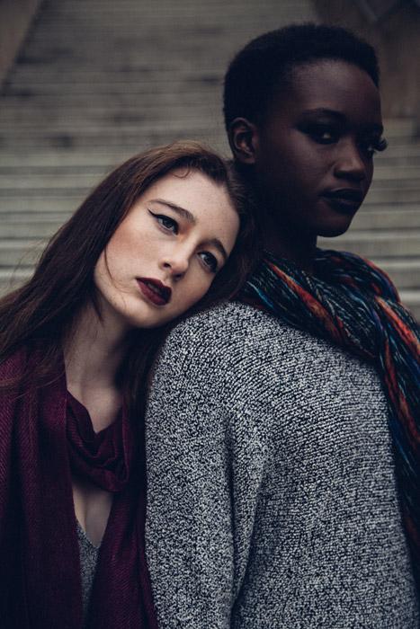フリー写真 黒人女性と白人女性のポートレイト