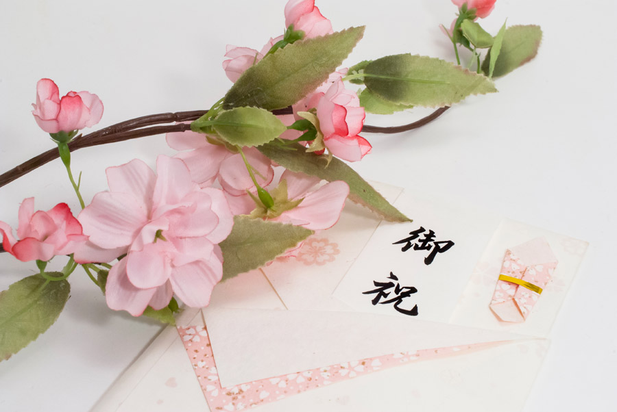 フリー写真 桜と入学祝い(卒業祝い)