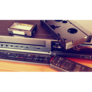 フリー写真, 家電機器, ビデオデッキ(VHS), ビデオテープ, リモコン