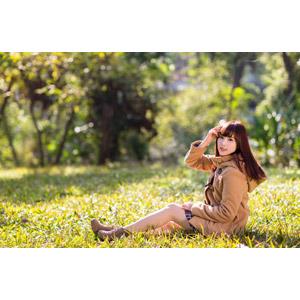 フリー写真, 人物, 女性, アジア人女性, apple(00128), コート, 座る(地面)