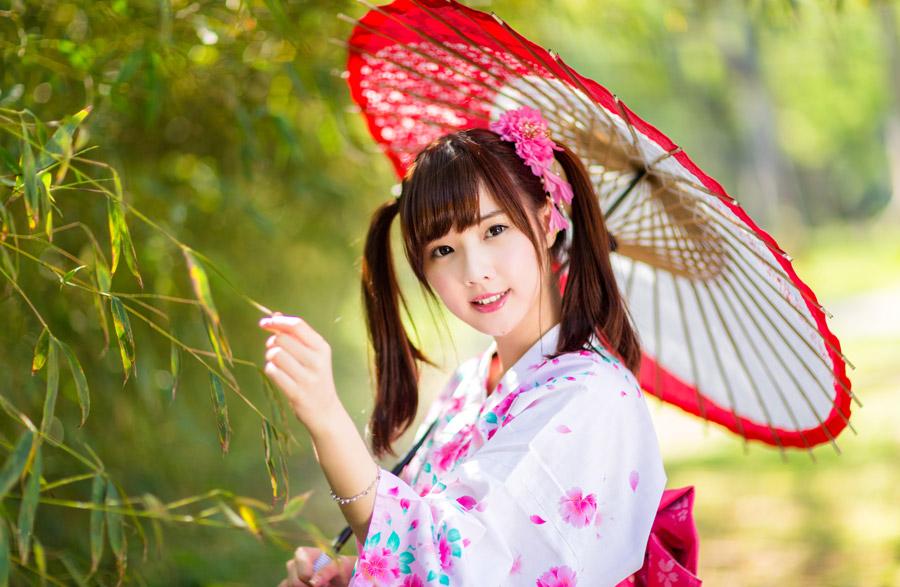フリー写真 浴衣姿で日傘を差す女性のポートレイト