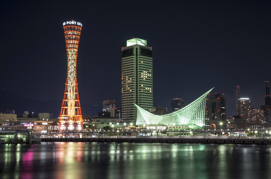 フリー写真 神戸ポートタワーとメリケンパークの夜景