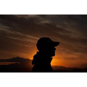 フリー写真, 人物, 男性, 横顔, シルエット(人物), 夕暮れ(夕方), 夕焼け, 人と風景, キャップ帽